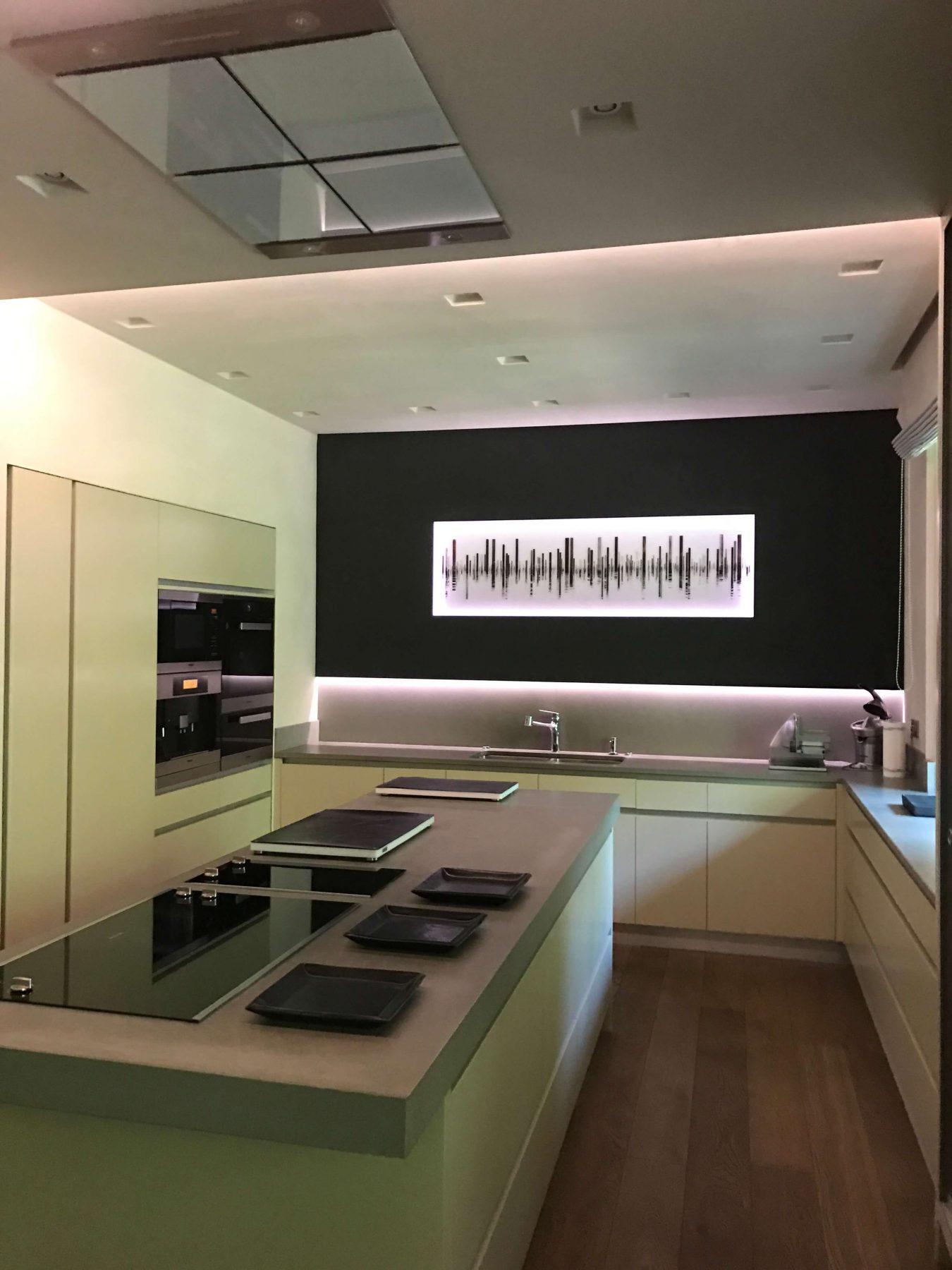 Moderne Einbauküche vom Tischler individuell gebaut