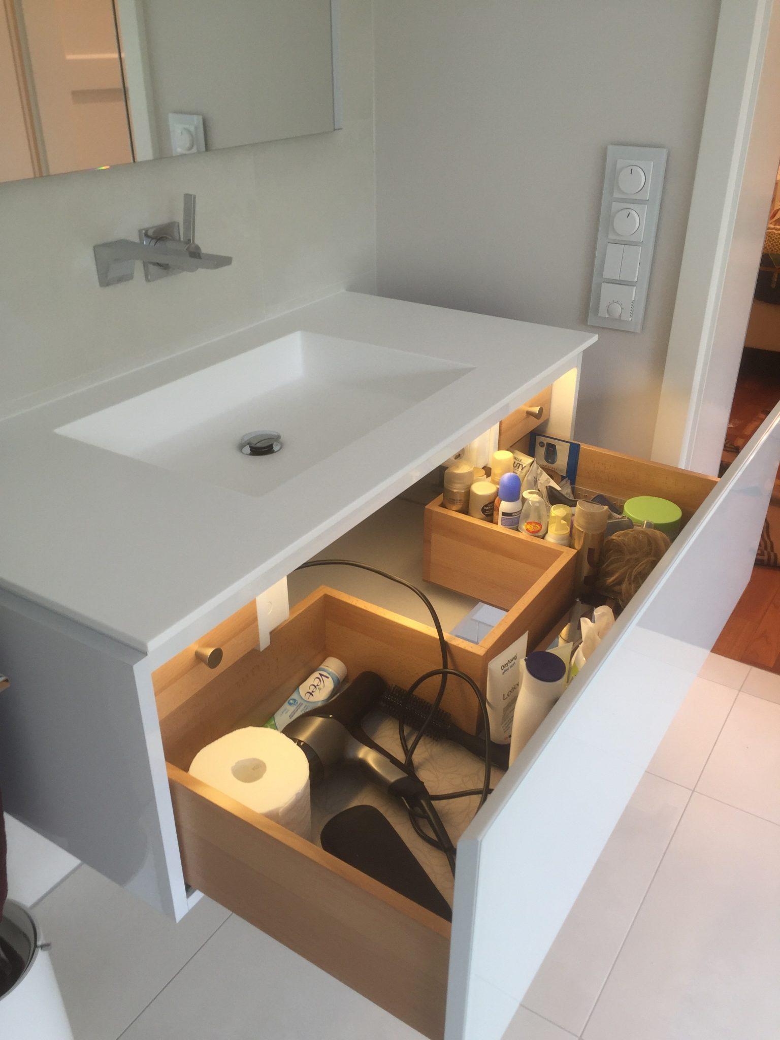 Waschtisch weiß mit Mineralwerkstoff / Corian in Nastätten vom Schreiner